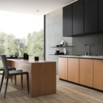 Ανακατασκευή σπιτιού με κατασκευή μαύρα ντουλάπια κουζίνας