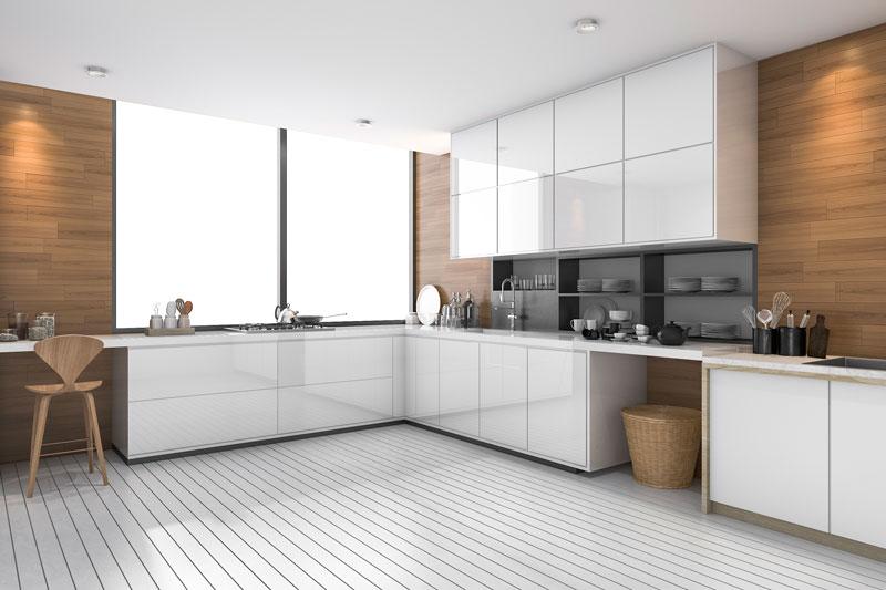 Ανακαίνιση κουζίνας σε χρώμα λευκό, με κρυφό φωτισμό.
